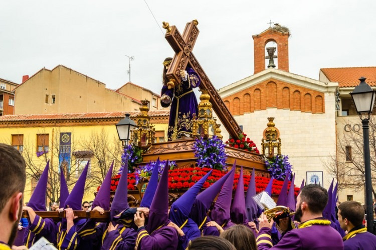 Traditional Spanish Holy Week procession | Photo by VALENTIN LUNG ILLES