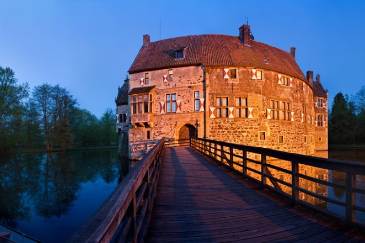 Panoramic shot of the Vischering Castle, Germany | Photo by industryandtravel from 123rf