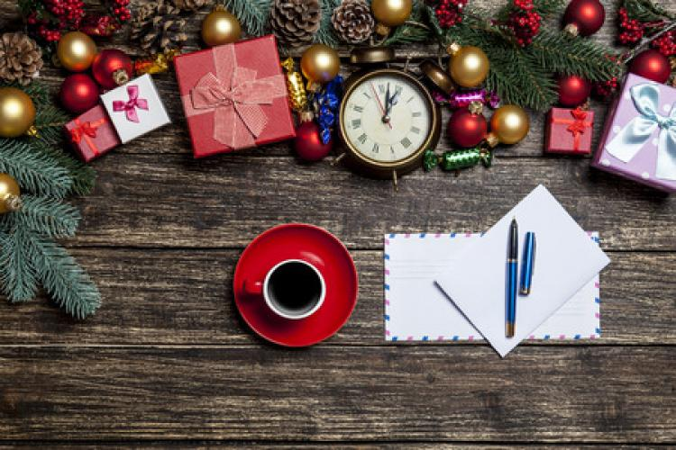 Post Office Hours Christmas Eve.Holiday Post Office Hours And Tips For Mailing Stripes Europe