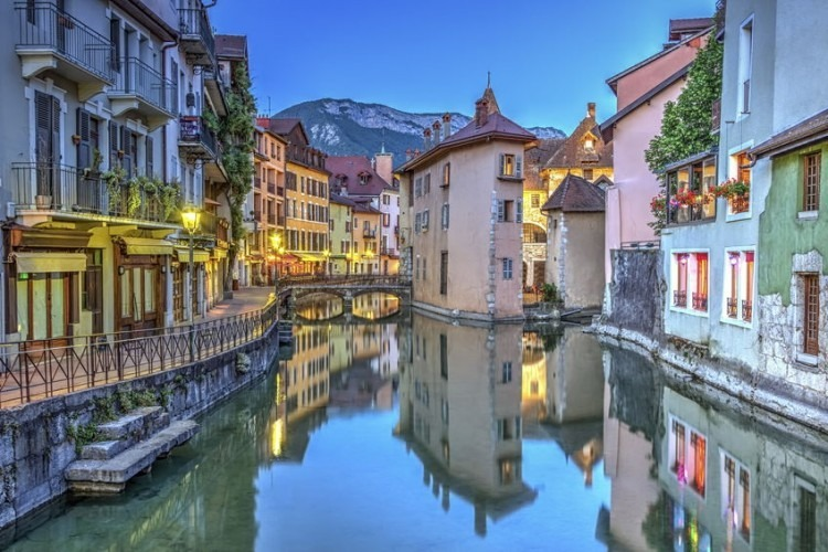 Quai de lIle and canal in Annecy old city, France