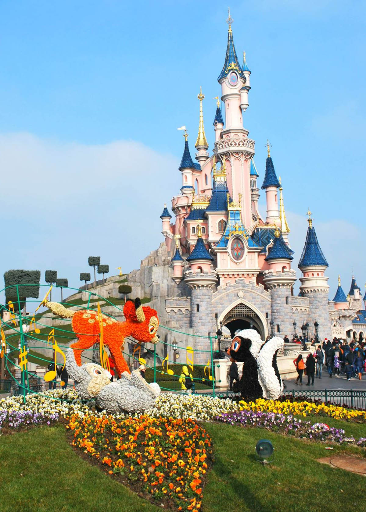Disneyland Paris restaurants, dining and travel - The Ultimate Food Guide - reviews, Disney hotels, Disneyland Paris tickets, discount, Disneyland Park and Walt Disney Studios Park restaurants, dining, lunch and other meals.