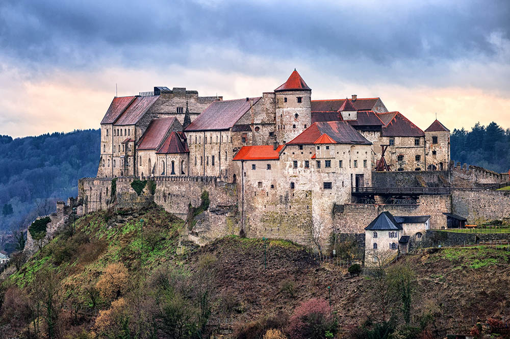 burghausen singles It's not only the world's longest castle that's extra long burghausen extra long means extra long enjoyment of extra attractions from culture to gastronomy.